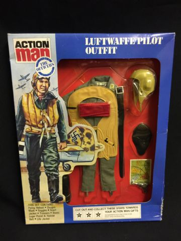 ACTION MAN - LUFTWAFFE PILOT - VINTAGE CARDED UNIFORM (ref 4/8)